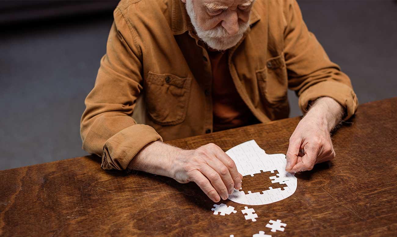 hombre con demencia